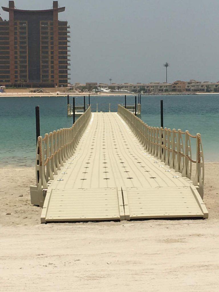 pasarela flotante playa